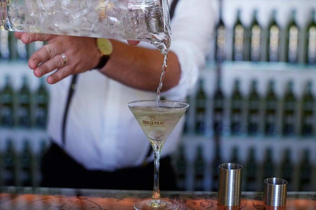 The perfect dry martini step by step drinks tube perfect dry martini sisterspd