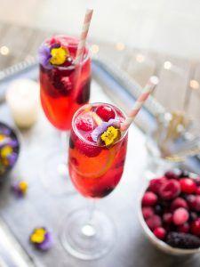 Elderflower lemonade with frozen berries