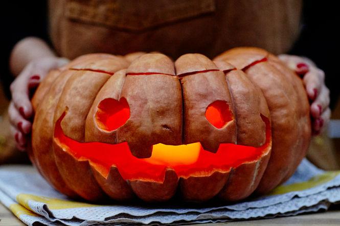 pumpkincarving_halloween_lead