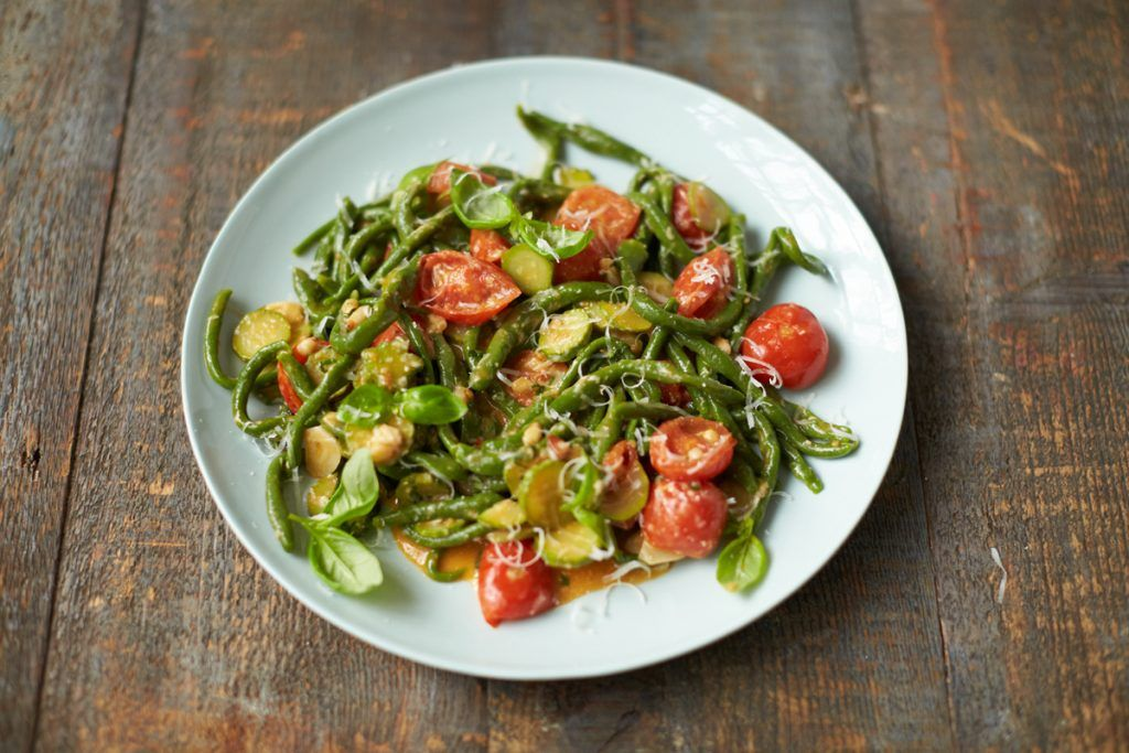 Spinach recipes - spinach pici pasta on a plate