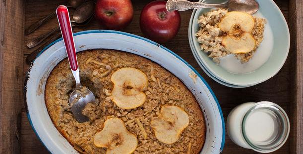 oatmeal apple pie for breakfast with milk