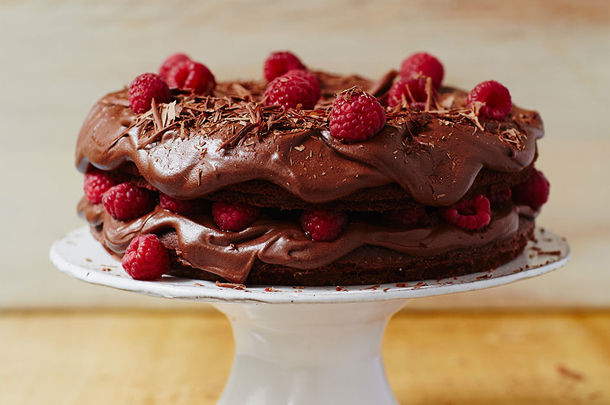 chocolate and raspberry gateux cake with chocolate shavings on top