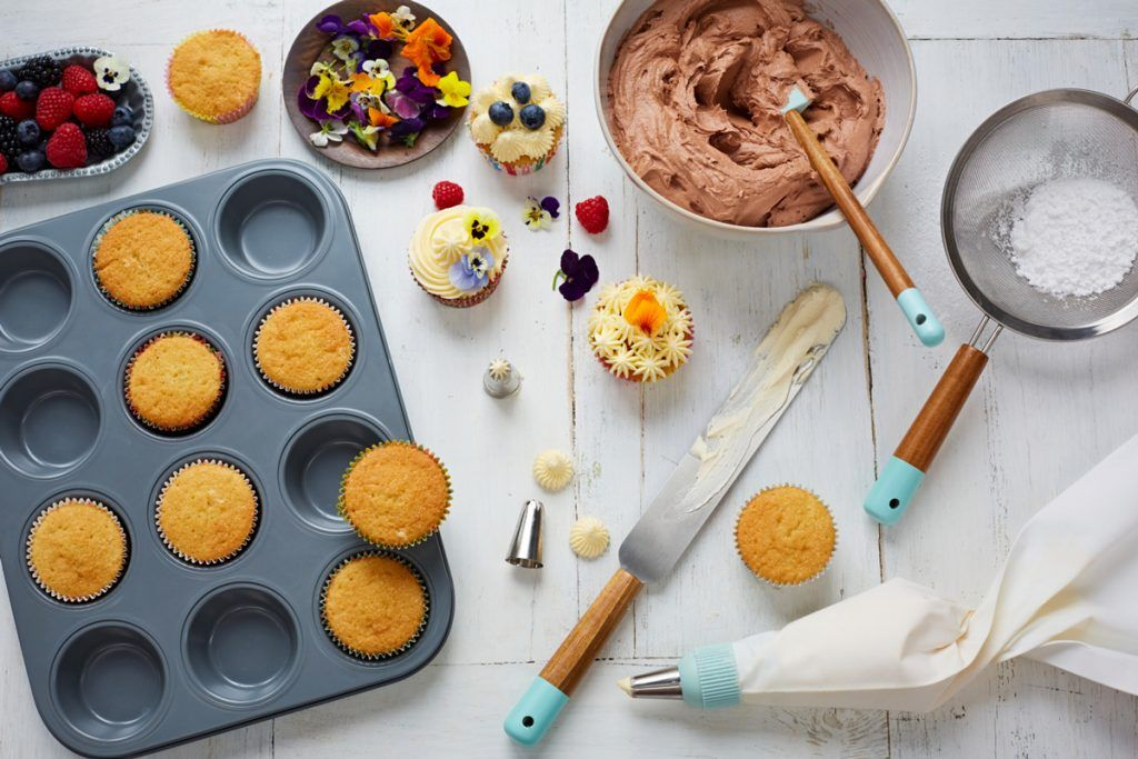 icing pipe for cake decorating and baking products