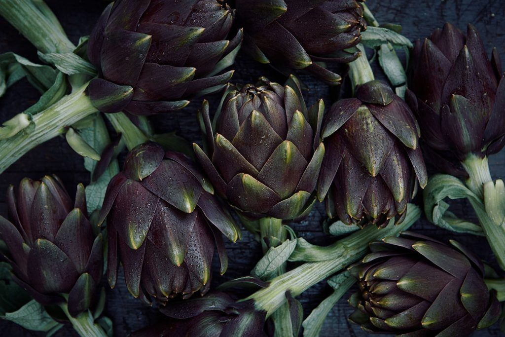 artichokes all grouped together in a bundle