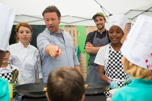 jamie oliver pointing at kid