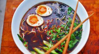 Chicken ramen noodle soup: Food Busker