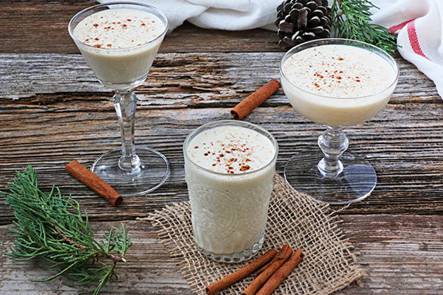 eggnog cocktail recipe in glasses