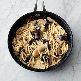 Garlicky mushroom pasta in 16 minutes