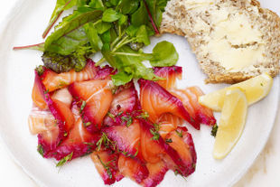 How to make beetroot gravlax from scratch