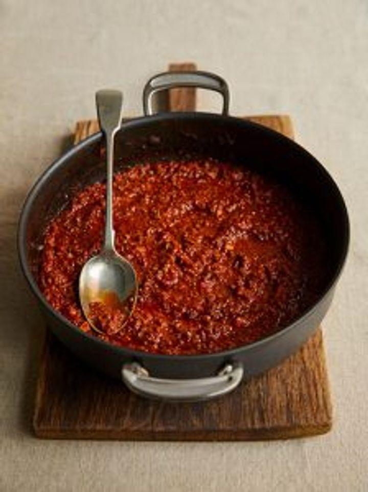 A saucepan of ragu