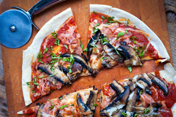healthy pizza with ham and mushrooms on top