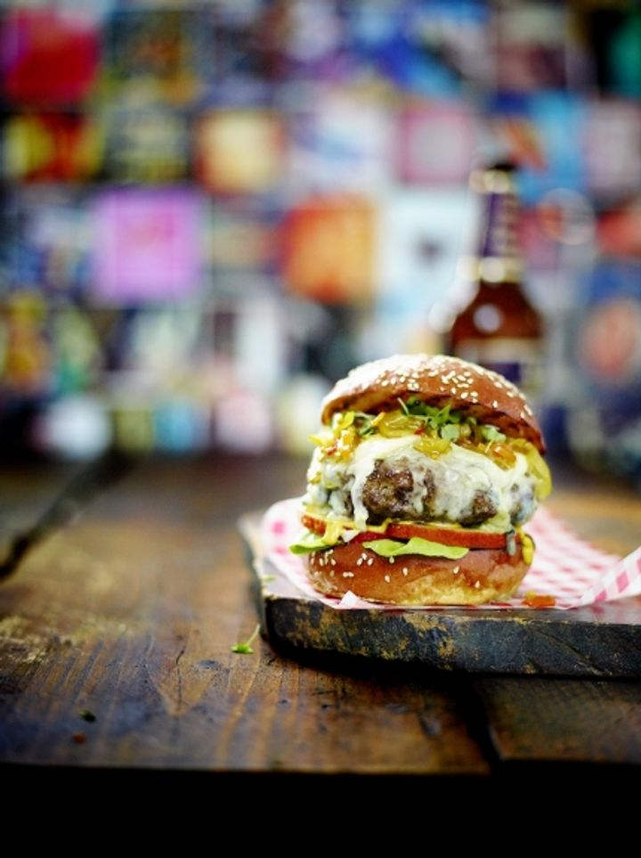 Ultimate burger - blue cheese and apple