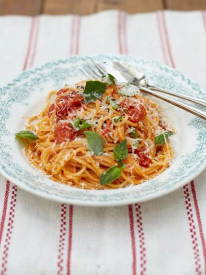 Classic Italian recipe - tomato spaghetti