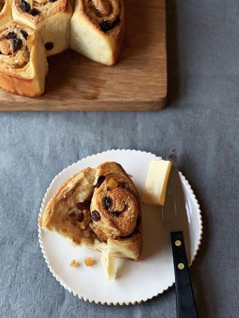 Hot cross bun twister bread