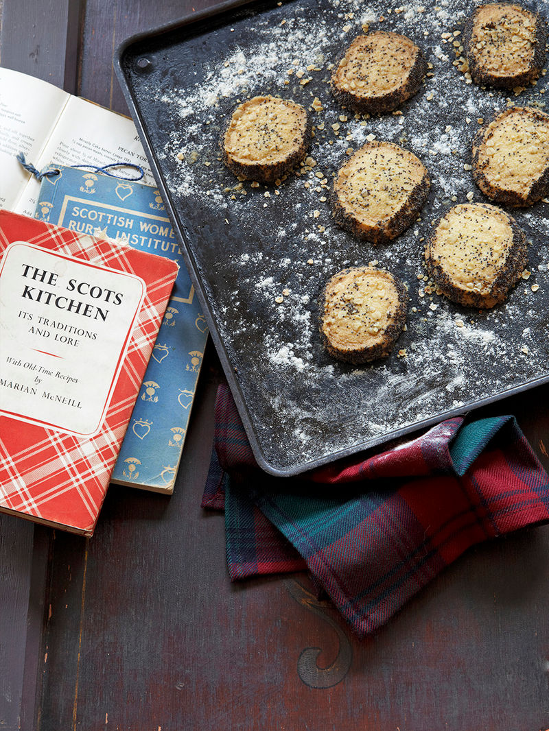 Shortbread with poppy seeds & oats