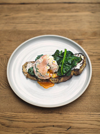 Herby smoked salmon poached eggs