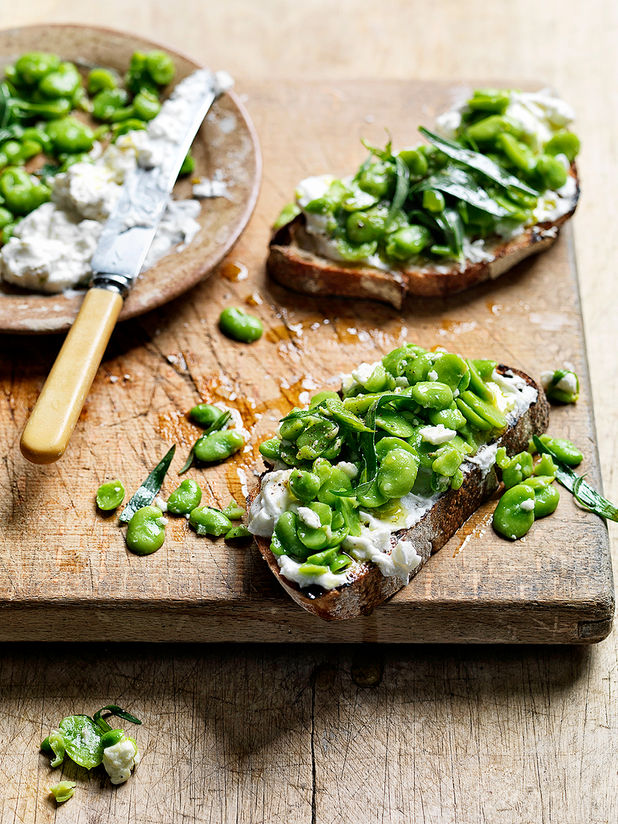 Broad beans, garlic & feta bruschetta