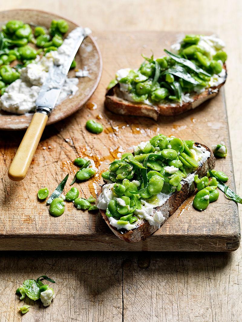 Broad beans, garlic & feta bruschetta
