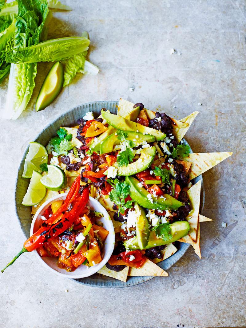 Mega veggie nachos