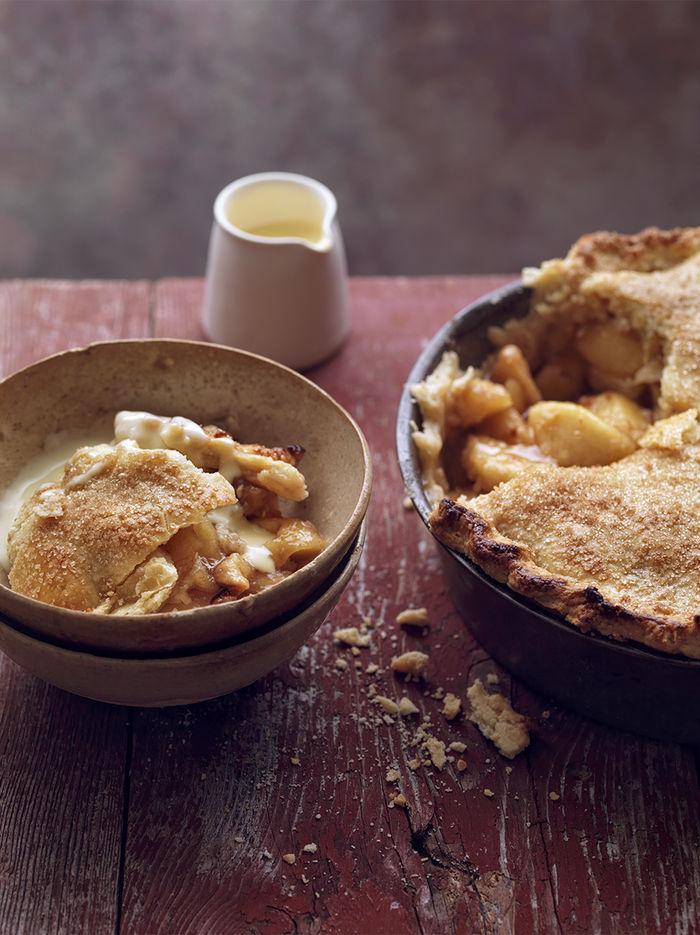 Apple & date pie