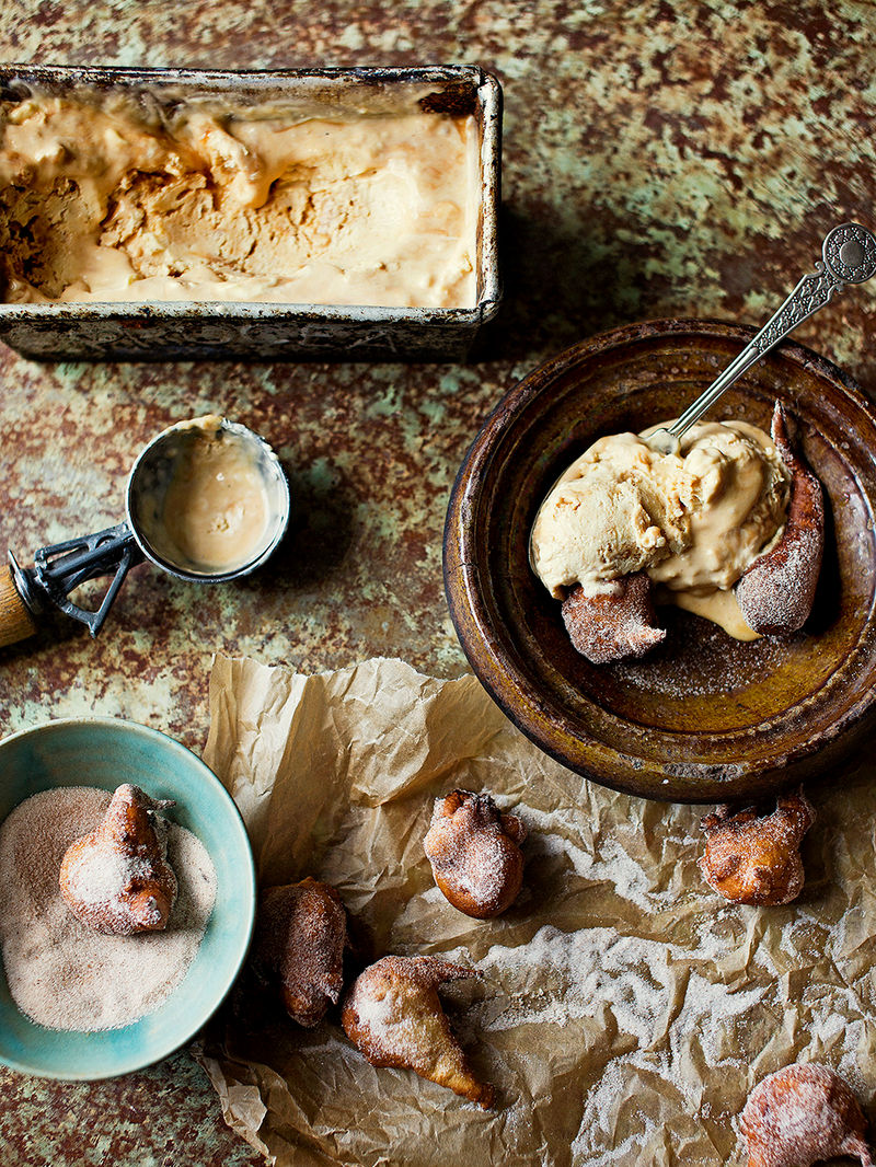 Sweet fritters with dulce de leche ice cream