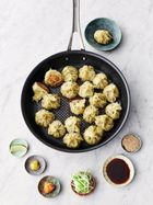 Crispy-bottomed steamed dumplings