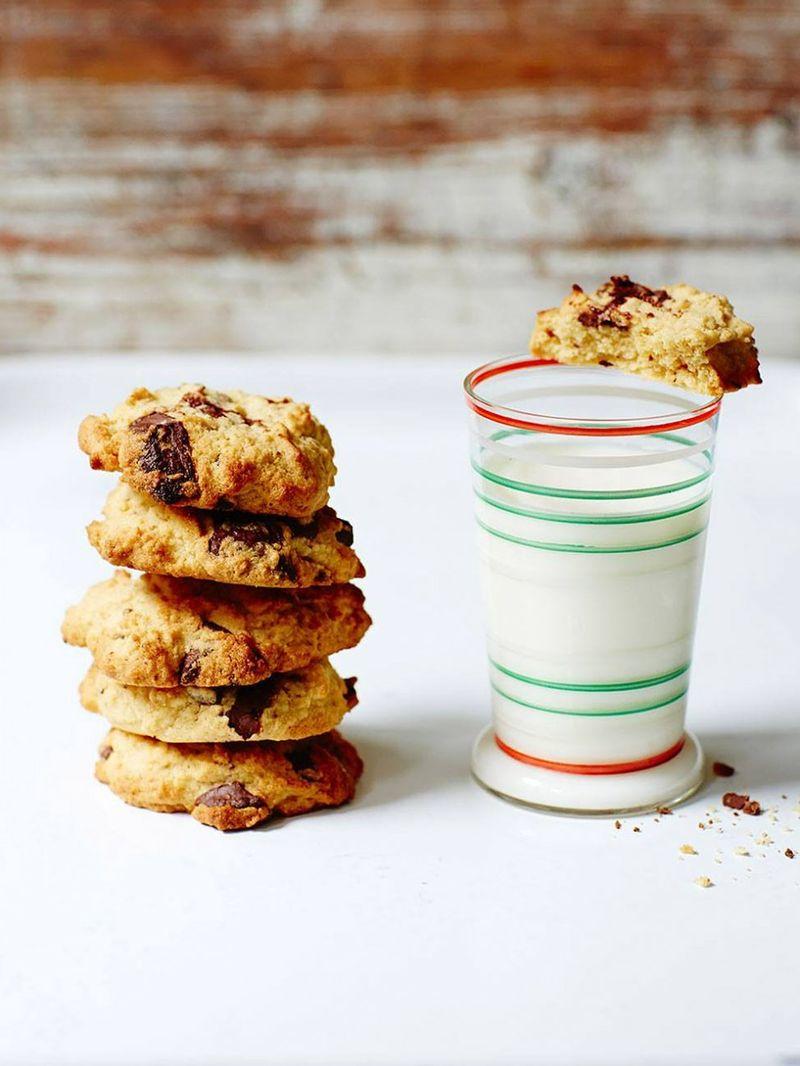 Gluten-free peanut butter & chocolate chip cookies