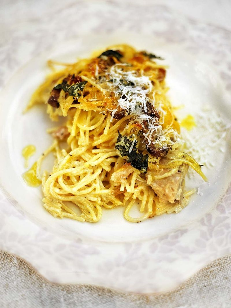 überbackene spaghetti mit hühnchen-pilz-frikassee