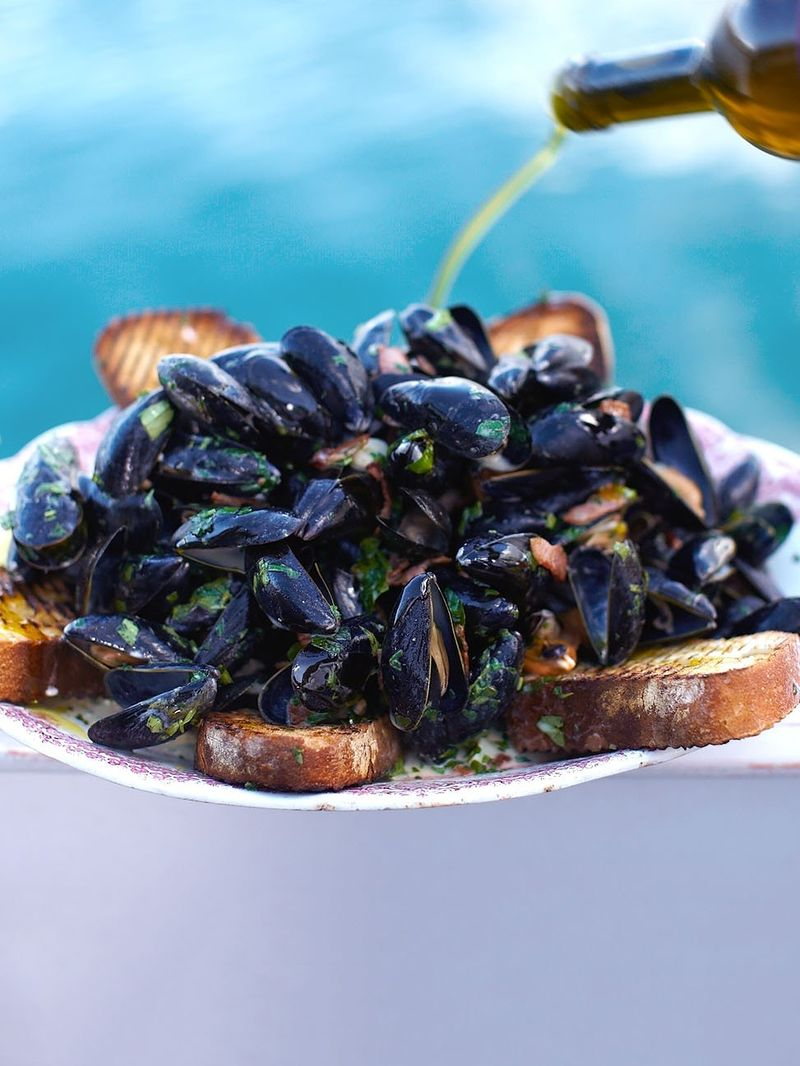 Creamy mussels with smoky bacon & cider