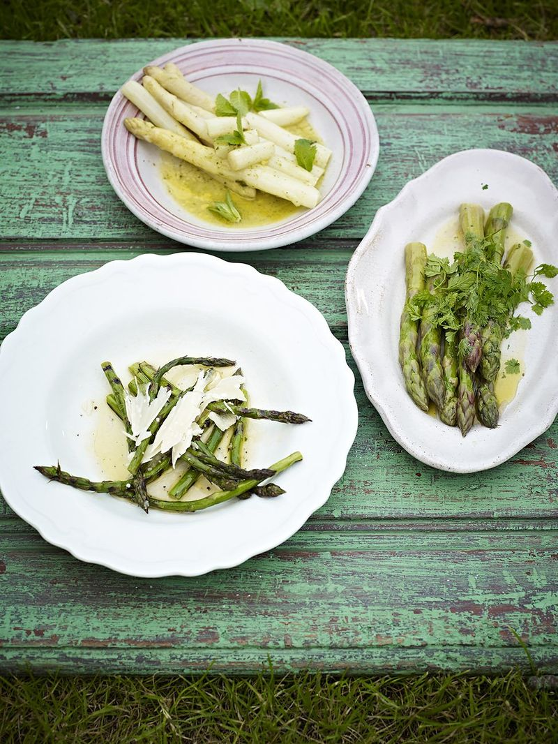 Grilled asparagus with olive oil, lemon & Parmesan