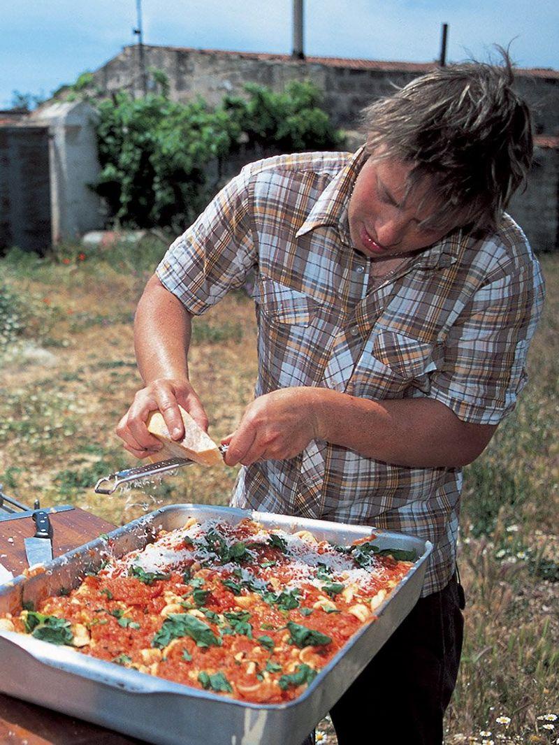 Baked pasta with tomatoes & mozzarella (Pasta al forno con pomodori e mozzarella)
