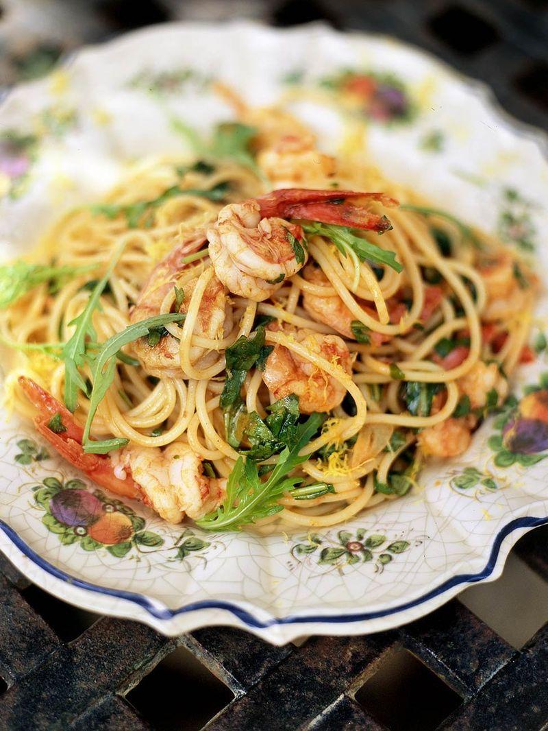 Spaghetti mit garnelen und rucola