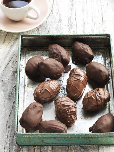 Almond-stuffed chocolate dates