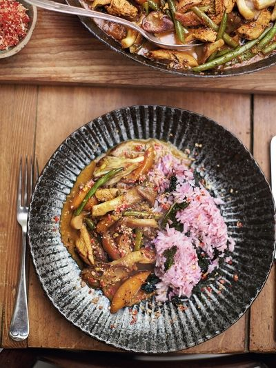 Jamie Oliver's Comfort Food: The Ultimate Weekend Cookbook downloads torrent