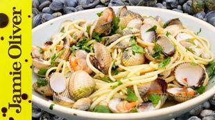 Fresh seafood linguine