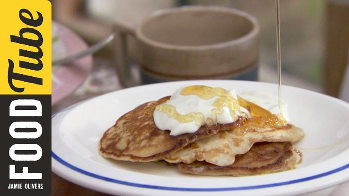 How to make one cup pancakes: Jamie, Poppy and Daisy Oliver
