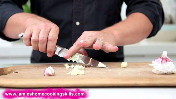 Preparing garlic: Jamie Oliver
